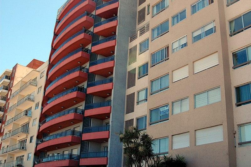 File:Edificio en Rambla O'Higgins - panoramio (1).jpg