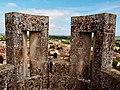 Eglise Saint-Martin à Pons depuis les créneaux de la terrasse du donjon.jpg