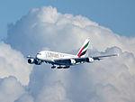 EmiratesA380approach (15838378287).jpg