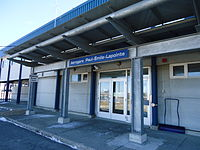 Entrée principale aéroport de Rimouski.JPG