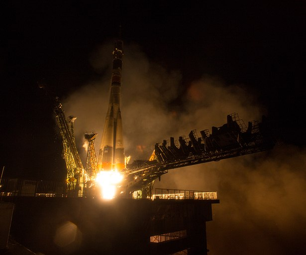 Expedition 47 Launch (NHQ201603190007).jpg