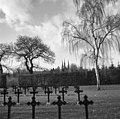 Exterieur begraafplaats met abdijkerk op de achtergrond - Berkel-Enschot - 20001115 - RCE.jpg
