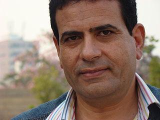 Ezzat el Kamhawi writer