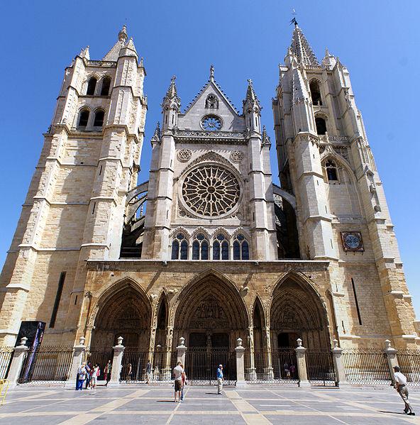 Archivo:Fachada de la Catedral de León.jpg