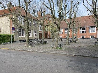 So kommt man zu Falkonergårdens Gymnasium Og Hf mit den Öffentlichen - Mehr zum Ort Hier
