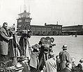 Filmploeg op Schiphol (3199096890).jpg