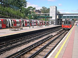 Finchley Central station platforms looking north (20080722)