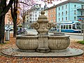 Fountain near bezirksgebäude.jpg