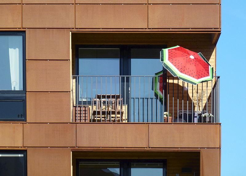 Främlingsvägen balkong 2014.jpg