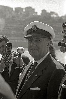 Francisco Franco durante una competición de regatas en la bahía de la Concha (1 de 8) - Fondo Marín-Kutxa Fototeka.jpg