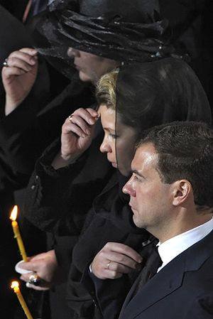 Sign of the cross - Orthodox Christians (among them then-president of Russia Dmitry Medvedev) making the sign of the cross at the funeral of Patriarch Alexy II