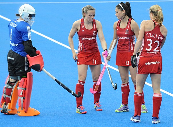 Great Britain's women's hockey players with their goal-keeper during a 2016 Champions Trophy match. GB v Argentina 2016 CT (27151811463).jpg