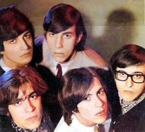 Litto Nebbia - Los Gatos in 1967. Top row: Ciro Fogliatta (organ), Oscar Moro (drums); bottom row: Litto Nebbia (vocals, harmonica and tambourine), Alfredo Toth (bass), and Kay Galiffi (guitar).