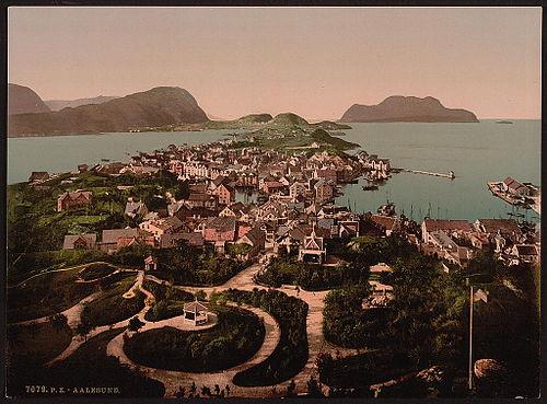 53a6b6d3 Ålesund før bybrannen. Fotokromtrykk fra 1890-tallet.