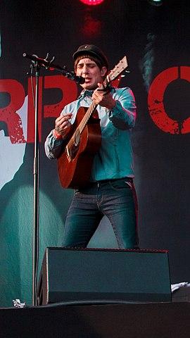 Gerry Cinnamon performing