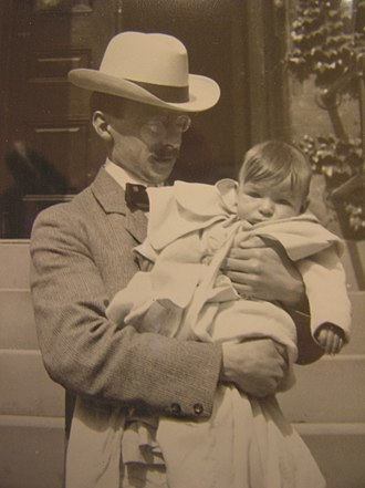Gilbert Hovey Grosvenor - Gilbert Grosvenor holds his young son, Melville Bell Grosvenor, 1902. Library of Congress.