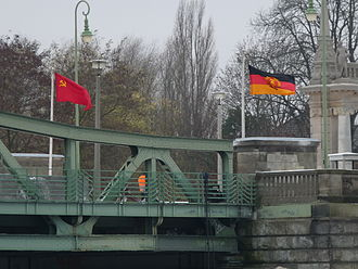 Bridge of Spies (film) - Image: Glienicker Brücke Film (9)
