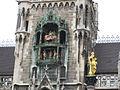 Glockenspiel, Neue Rathaus, München (5259407535).jpg