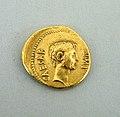 Gold aureus of Octavian MET SF9535121.jpg