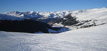 Grau Roig, near the head of the valley of the Grandvalira est la plus grande station de ski des Pyrénées. Située dans l'est de l'Andorre, elle présente plus de 200 km de pistes et des hôtels au pied des pistes dans les villages d'Encamp, de Canillo, d'El Tarter, de Soldeu, de Grau Roig et du Pas de la Case