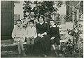 Groupe avec André Gide vers 1880.jpg
