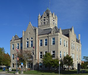 Grundy County Courthouse in Trenton
