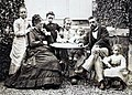 Gustave Eiffel avec sa famille dans le jardin à Levallois-Perret (J David).jpg