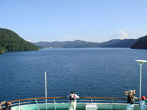 Hakone lake 01.JPG