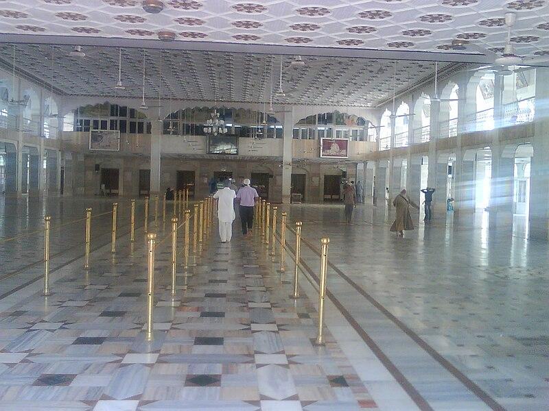 File:Hall of Gurdwara Karamsar Rara Sahib.jpg