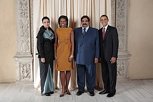 Moza bint Nasser - Sheikha Mozah with her husband at the White House in Washington, D.C.. From left to right: Sheikha Mozah, Michelle Obama, the US First Lady, Sheikh Hamad bin Khalifa Al-Thani, and Barack Obama, the US President.