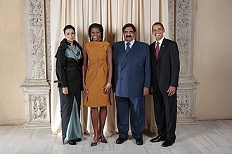 Moza bint Nasser - Sheikha Moza with her husband at the White House in Washington, D.C.. From left to right: Sheikha Moza, Michelle Obama, the US First Lady, Sheikh Hamad bin Khalifa Al-Thani, and Barack Obama, the US President.