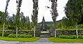 Hamre kirkegårds inngangsparti fra sjøsiden.jpg