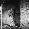 Het omsingelen van huizengroepen Wees niet al te overmoedig Weet wat ge ris…, Bestanddeelnr 15801.jpg
