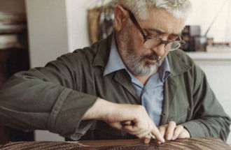 """Jacques Hnizdovsky - Jacques Hnizdovsky carving the woodblock """"Two Rams"""" in his studio in New York, 1969"""