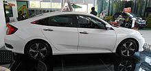 Honda Civic X sedan 03 China 2016-04-18.jpg