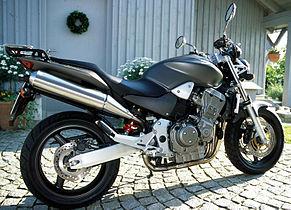 Honda Hornet 900 1.jpg