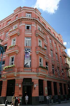 Hotel Ambos Mundos (Havana) - The Ambos Mundos Hotel viewed from the corner of Calle Obispo and Mercaderes
