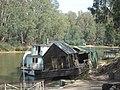 Houseboat Aground Echuca - panoramio.jpg
