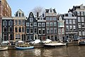 Houses and canals in Amsterdam (26277438145).jpg