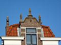 Huis en winkel. Karnemelksloot 189 in Gouda, geveltop.jpg