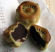 Hwangnam bread (cropped)