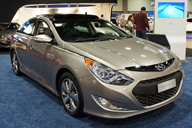 http://upload.wikimedia.org/wikipedia/commons/thumb/9/93/Hyundai_Sonata_Hybrid_WAS_2012_0682.JPG/640px-Hyundai_Sonata_Hybrid_WAS_2012_0682.JPG