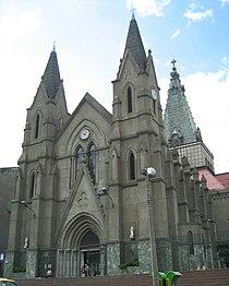 Iglesia de Nra Sra del Sagrado Corazón-Fachada-Medellin.JPG