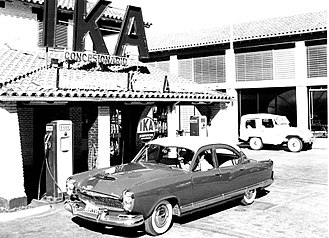 Industrias Kaiser Argentina - Kaiser Carabela exhibited at a IKA dealer, 1960