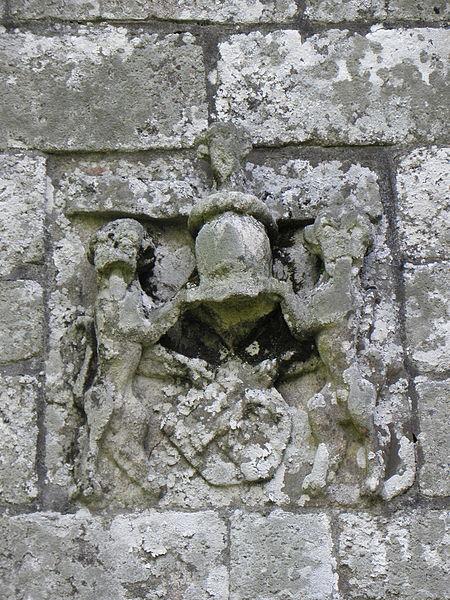 Chapelle de Locmaria, commune d'Inguiniel (56). Armes des Jégado ornant la façade occidentale.