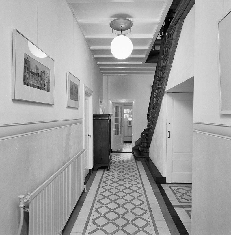 Voorbeelden inrichting gang woonkamer inrichten met trap interieur inrichting - Gang huis ...