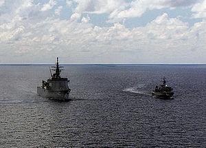 JS Bungo (MST-464) and JS Yaeyama (MSO-301), -7 Jun. 2001 a.jpg