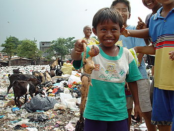 English: A boy from an East Cipinang trash dum...