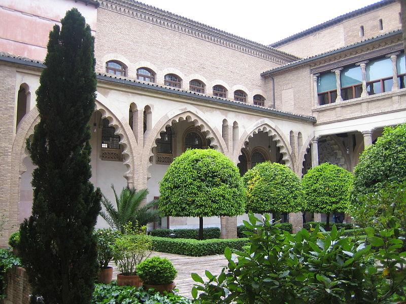 File:Jardín del Palacio de la Aljafería de Zaragoza.JPG