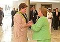 Jefa de Estado saluda a la Presidenta de la República Federativa de Brasil, Dilma Rousseff (16148967456).jpg